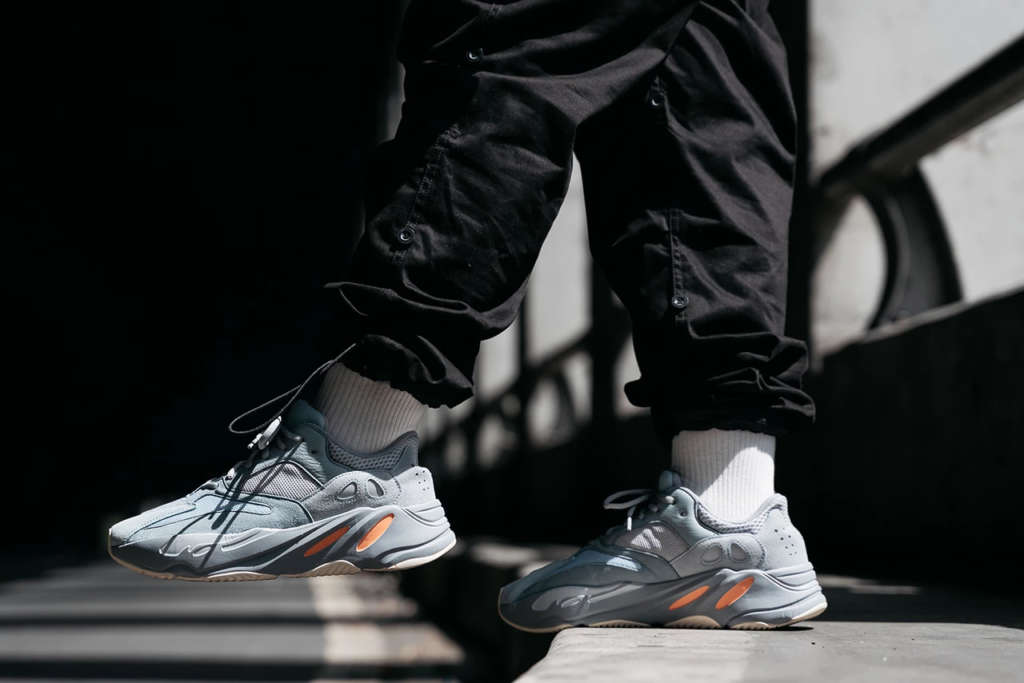 sports shoes 72b88 5ec4c adidas YEEZY BOOST 700