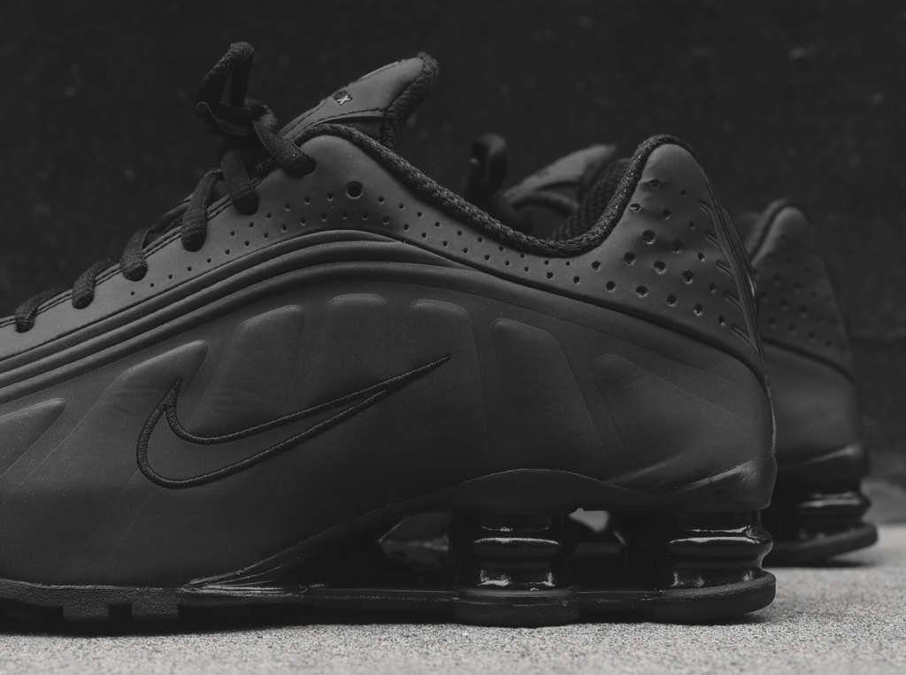 7cea20e8927 Nike Shox R4
