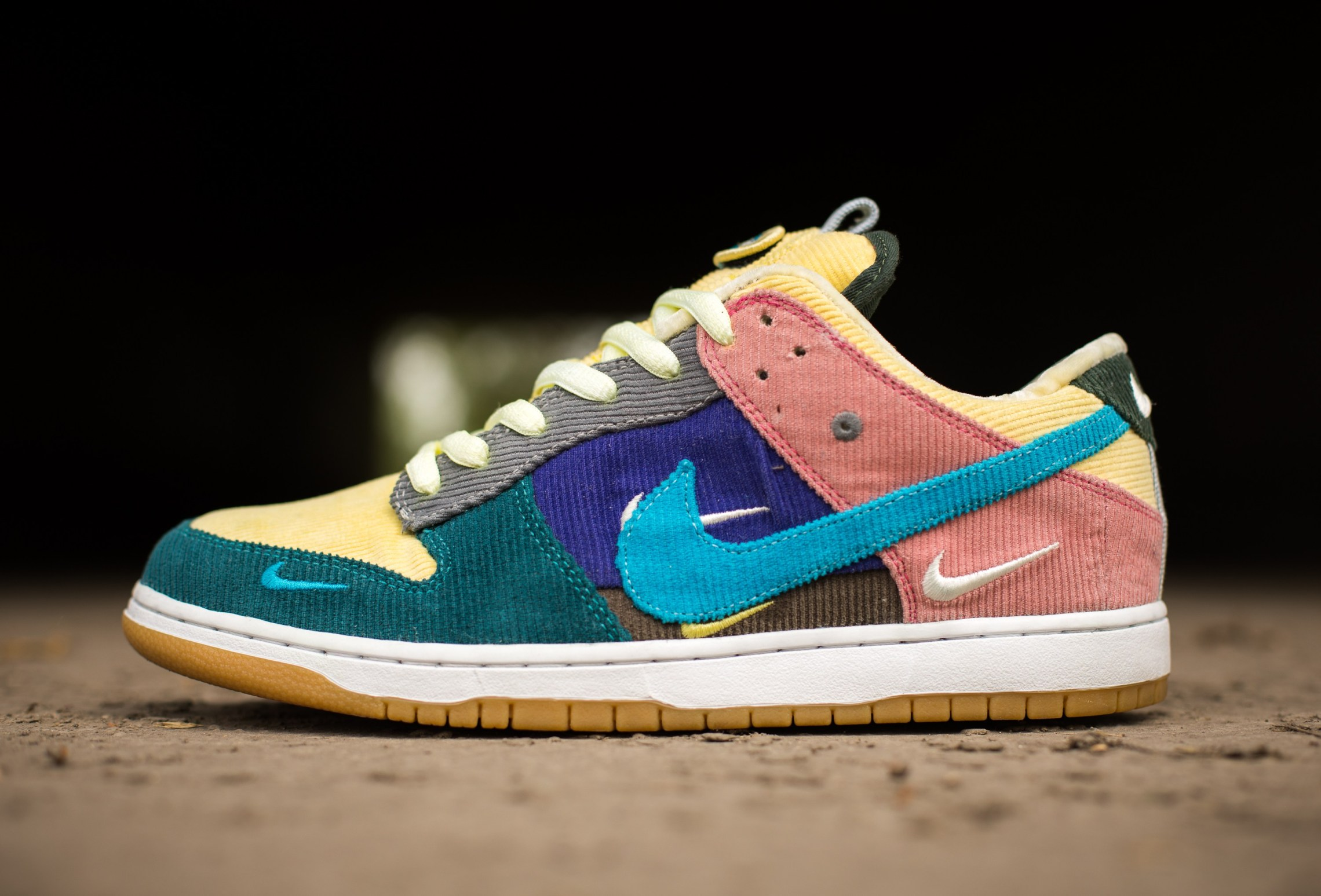 official photos b2a0e 3353d Nike SB Dunk
